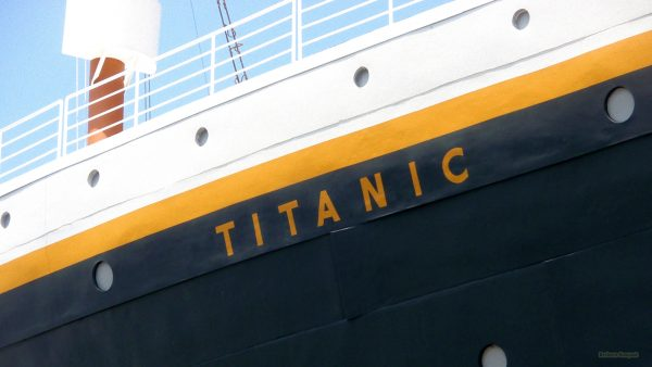 Titanic wallpaper with the name of the ship on the ship.