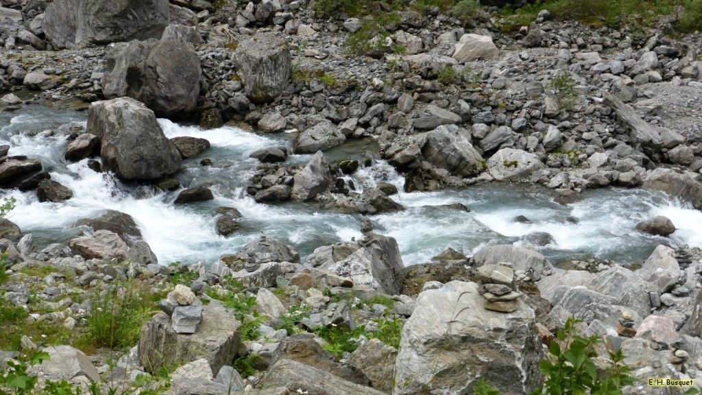 River wallpaper with rocks