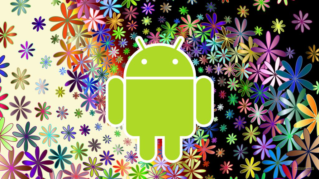 Android robot wallpaper with floral pattern