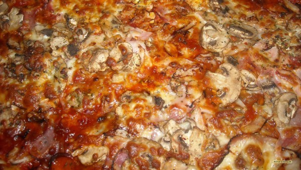 Pizza with mushrooms.