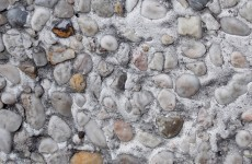Concrete wall with small stones