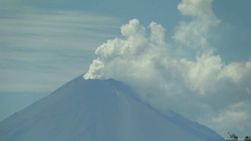 Wallpaper smoking volcano in Mexico
