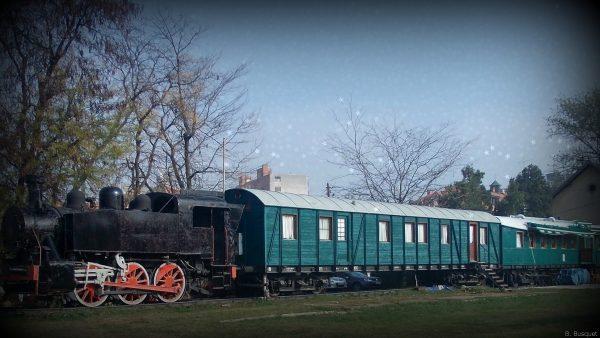 Train wallpaper with black locomotive
