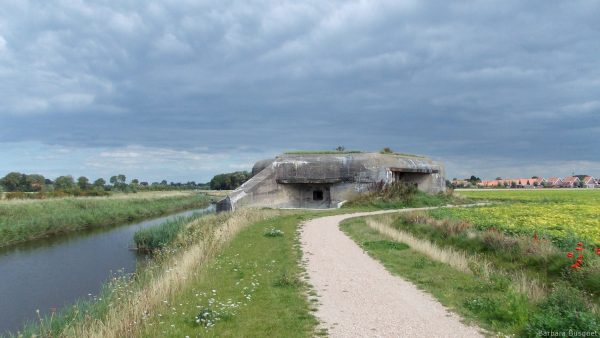 Wallpaper with Dutch nature and a bunker