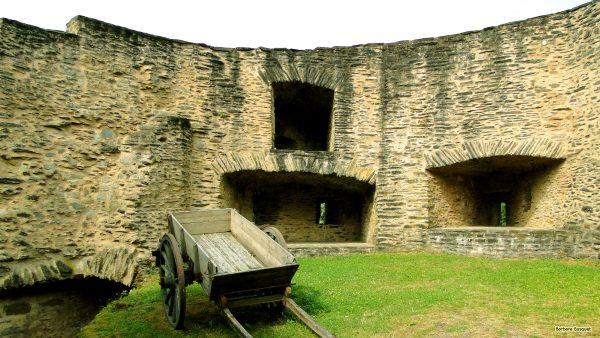 HD wallpaper cheriot in castle