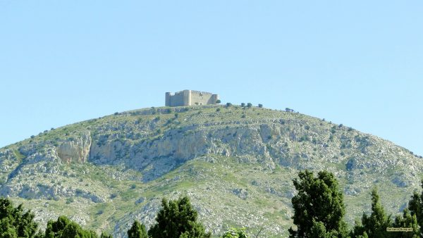 Wallpaper with mountain in Spain with fortress
