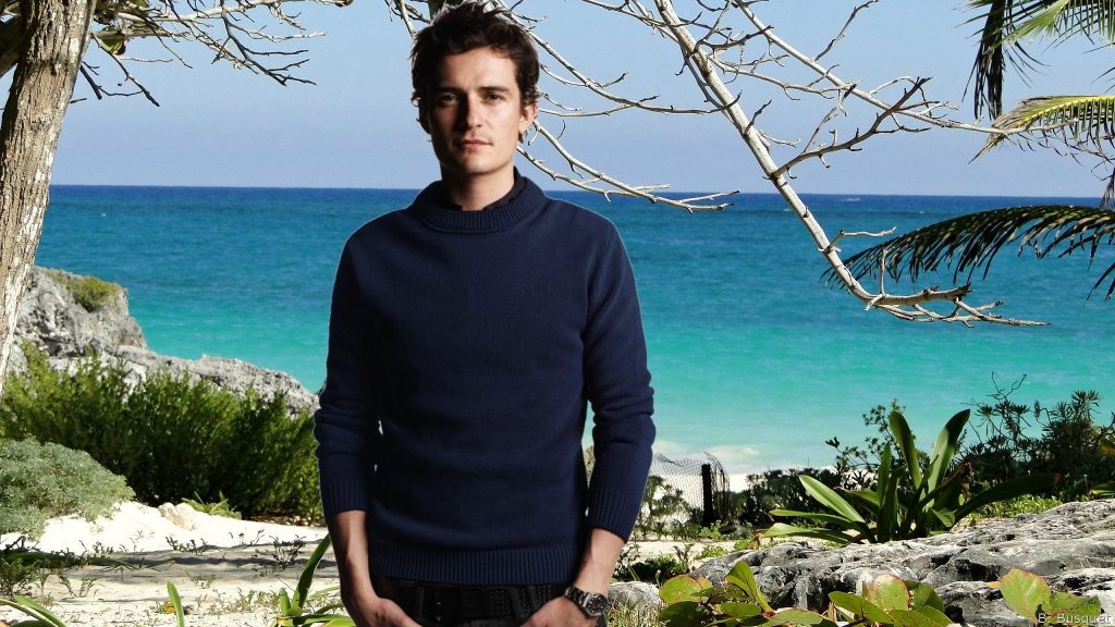 Orlando Bloom at Mexican beach
