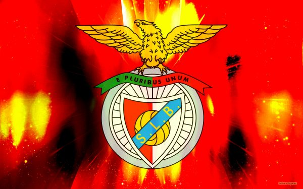 Red abstract wallpaper with S.L. Benfica logo.