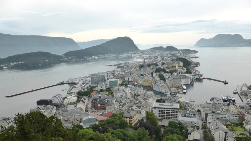 Norway wallpaper town on island