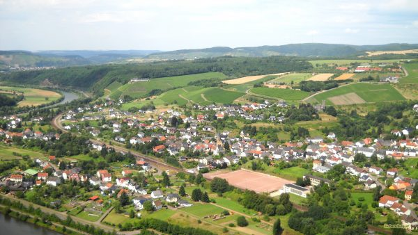 HD wallpaper with a village in Germany.