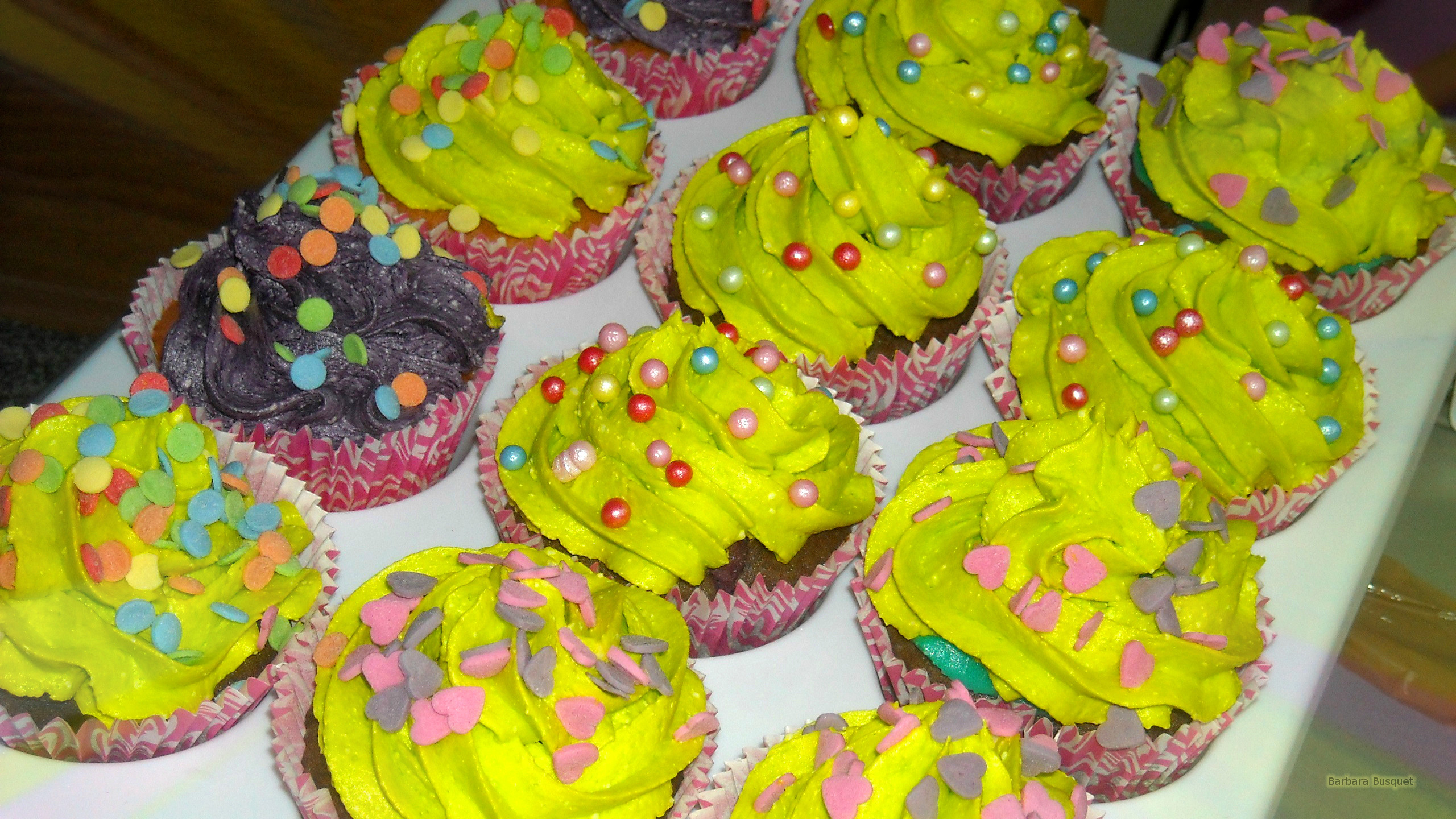 yellow cupcakes wallpaper - barbaras hd wallpapers