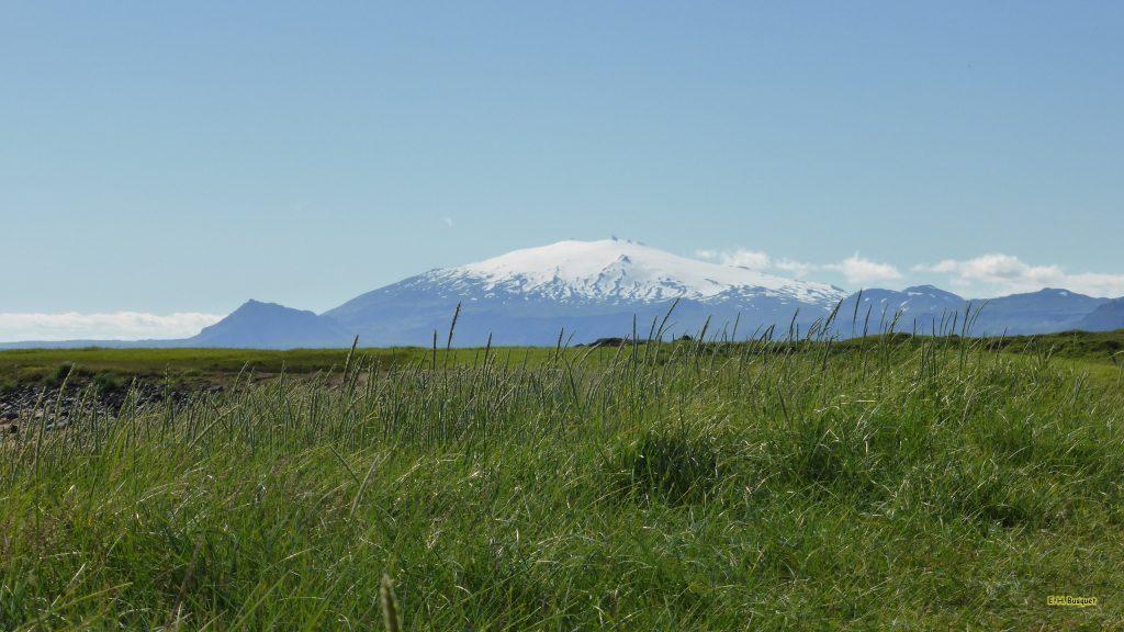 HD wallpaper mountain landscape in Iceland