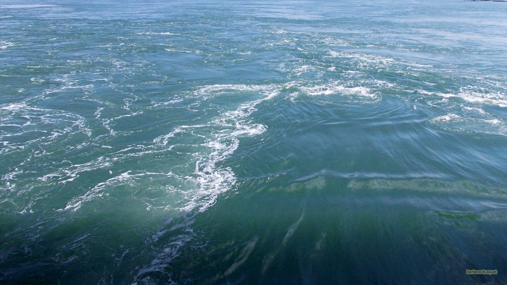 HD wallpaper waves in sea water