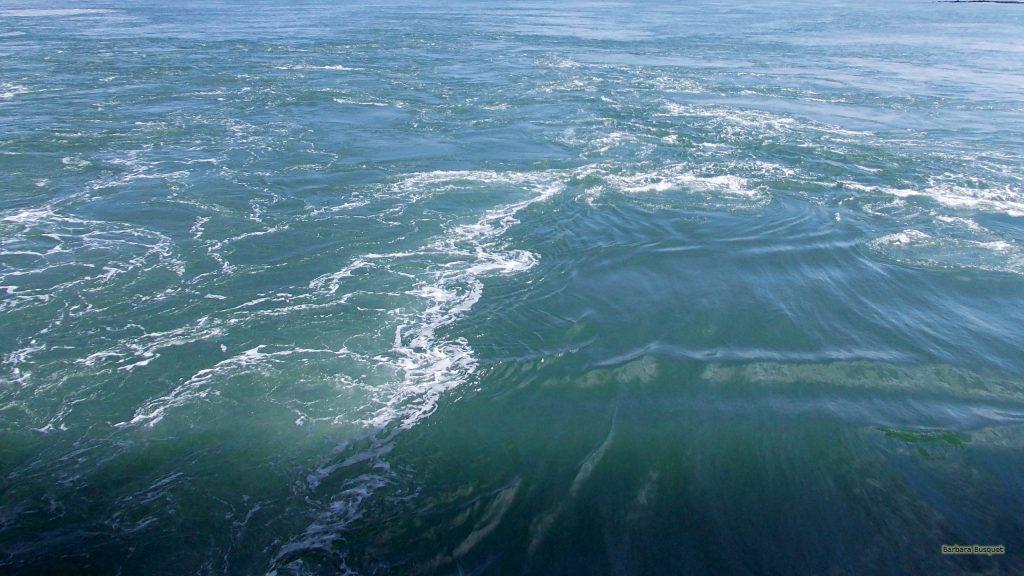 HD wallpaper waves in sea water