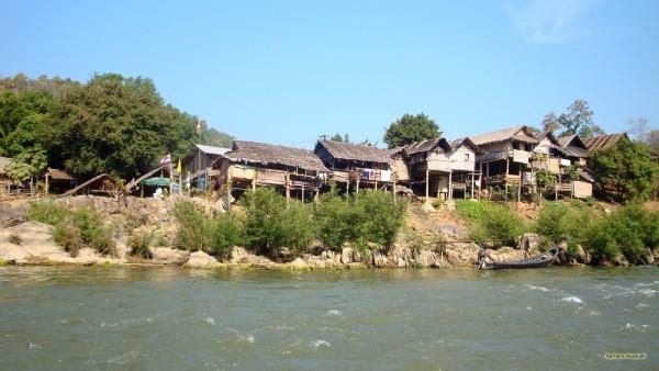 Thailand wallpaper houses near river