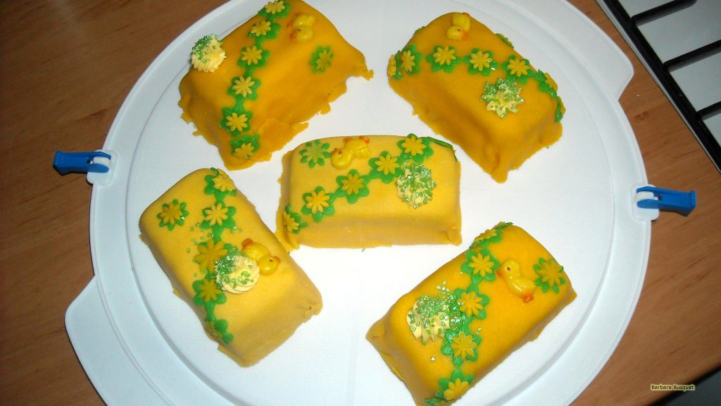 HD wallpaper yellow Easter cakes
