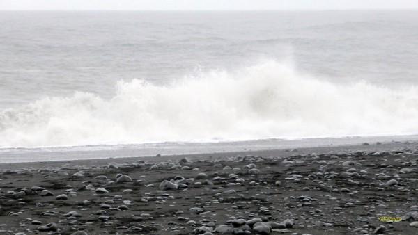 HD wallpaper sneaker waves Iceland