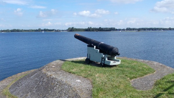 HD wallpaper cannon near water